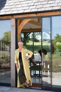 At Home With Lesley - Summer Entertaining